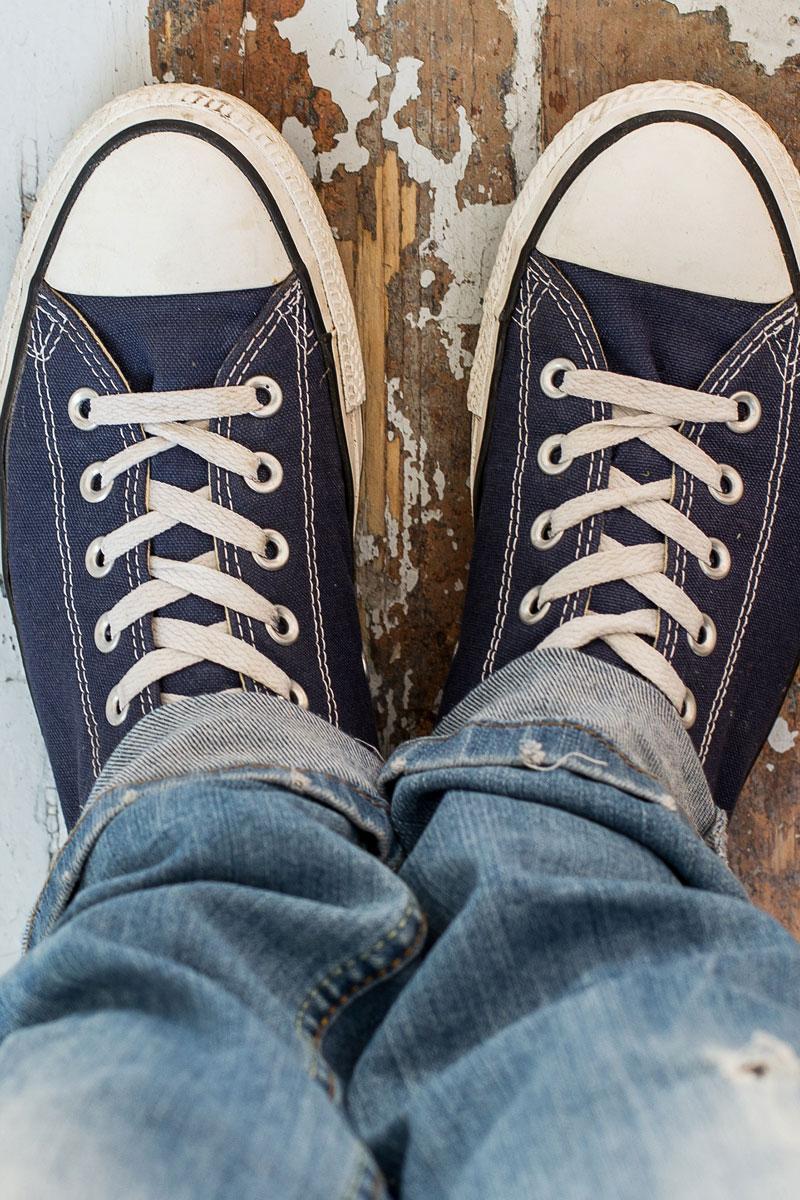 Scarpe sneakers uomo piedi